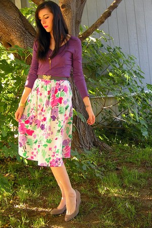 purple Zine top - white thrifted skirt - heather gray christmas gift belt - heat