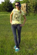 yellow obey shirt - blue Bullhead jeans - white DVS shoes - gold belt