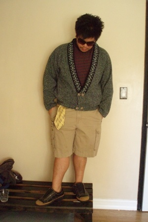 HOOPLA jacket - Guess t-shirt - Cargo shorts - Van Heusen belt - Rockport shoes