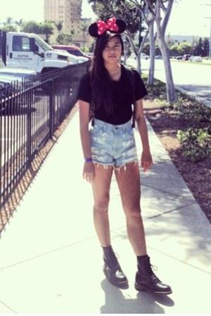black 1940s DrMartens boots - Velvet tee shirt - Thrifted shorts shorts