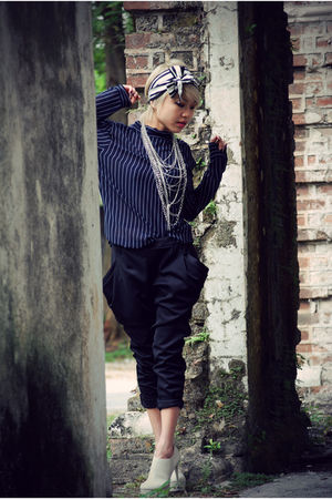 blue Mums top - black taiwan pants - beige Charle&Keith shoes - white Club Monac