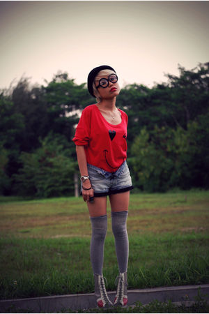 red Forever 21 top - blue Topshop shorts - gray Sox World socks - gray taiwan sh