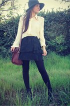 ivory Dailylook top - navy layered Plastic Island skirt