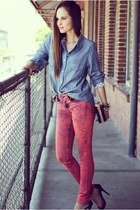 salmon skinny Articles of Society jeans - blue chambray Dailylook shirt