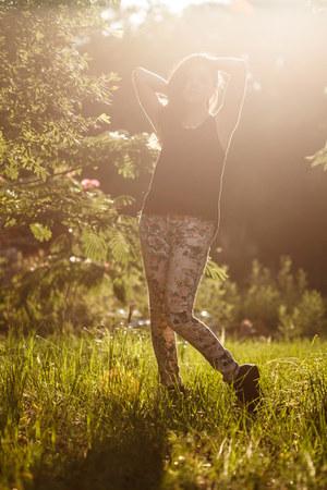 floral jeans - black shirt