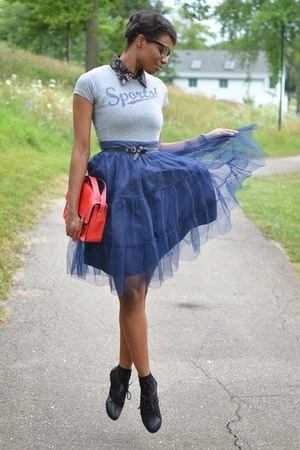 navy thrifted skirt - red buckled satchel chicnova bag