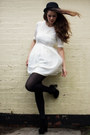 Black-chelsea-boots-stylist-pick-boots-ivory-mini-dress-jarlo-dress
