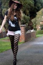 black graphic print We Walk t-shirt - black Stylist Pick shoes