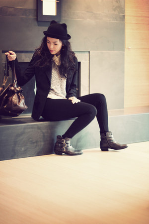 black cat hat momo hat - dark brown Hibou boots