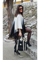 Parfois cape - Uterqüe boots - Uterqüe bag - Bershka shorts - Bershka sweatshirt