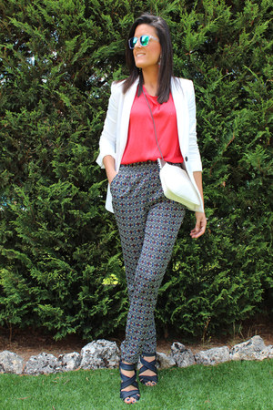Zara blazer - Mango blouse - Stradivarius pants - MMComplementos earrings