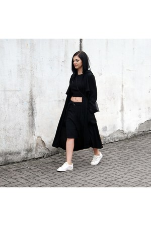 black MUNTHE coat - white Michael Kors shoes - black FOI bag