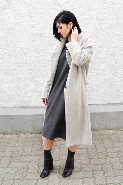 neutral Charlotte Wooning ring - gray Marie Hell dress - silver Mango coat