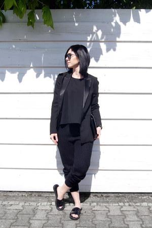black Mango blazer - black Studio Cosima bag - black Ace&Tate sunglasses
