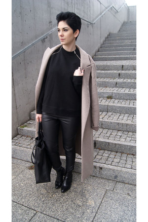 beige Zara coat - black Zara boots - black Zara sweater - black Zara bag