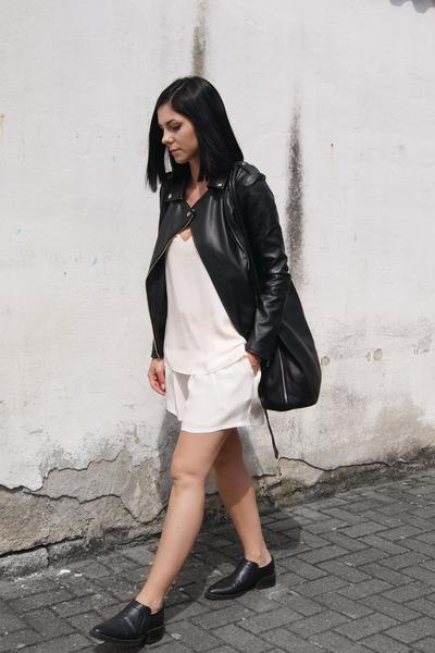 black H&M shoes - black markberg bag - white Neville shorts - white Nevillee top