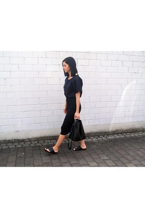 black Malaika t-shirt - black Pilgrim skirt