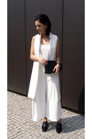 white Zara pants - black asos shoes - black Mango bag - white Mango top