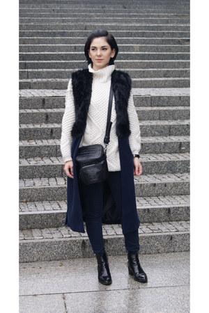 black Zara shoes - white Zara sweater - black Zara bag