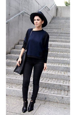 navy Zara hat - black Choies boots - black Zara bag - black pull&bear pants