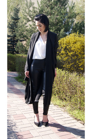 black suede 7mil via ParaDoPary shoes - black trench coat Sheinside coat