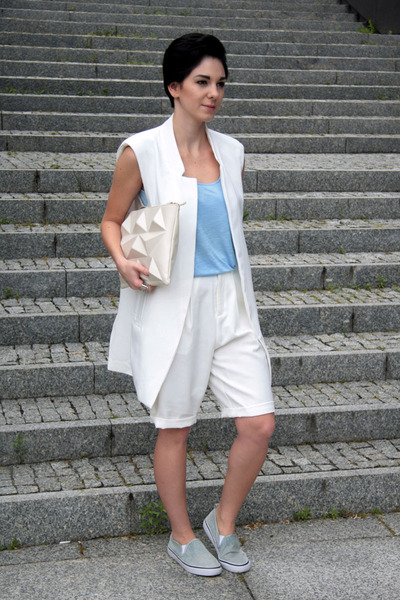 white Zara bag - sky blue plimsolls jeans H&M shoes
