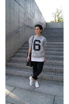 white Zara shoes - black Zara bag - black pull&bear pants