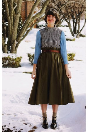 army green New Old Fashion skirt - black cut out Urban Outfitters shoes