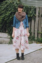 ivory floral Straylight Vintage dress - navy Levis jacket