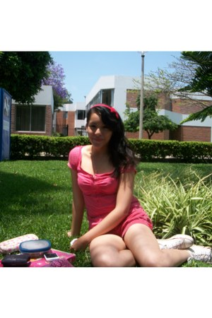 red bubble shorts emporium shorts - hot pink Fiorucci t-shirt