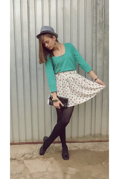 floral print honey skirt - River shoes - black and white random brand hat