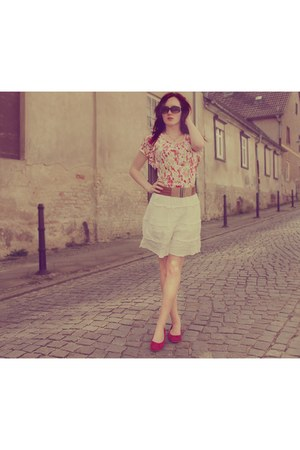 red t-shirt - black sunglasses - tawny belt - white skirt - red flats