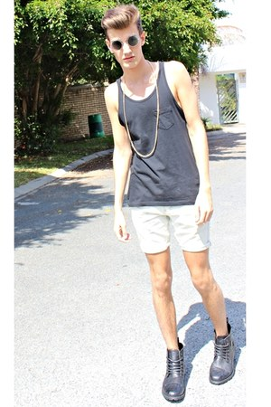 black black RTcasual vest - off white Jay Jays shorts