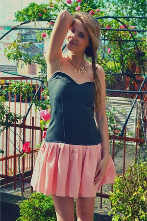 light pink hand made Eri De Sign dress - gold H&M necklace