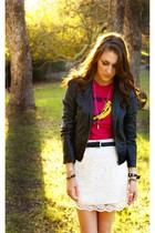 pink Velvet underground shirt - black jacket - white skirt
