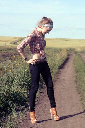 bronze bona mente heels - black Mango jeans - coral Mango shirt