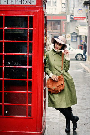 forest green Front Row Shop coat - coat - black Hunter boots - nude Parfois hat
