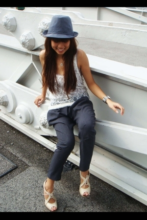 gray Zara pants - white shoes - gray hat - white supre top