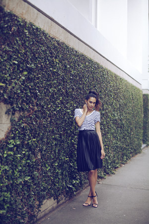 white stripe Dotti t-shirt - black Witchery skirt - black suede Lipstik sandals