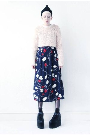 navy midi Mind the Mustard skirt - black platform Cute to the Core shoes