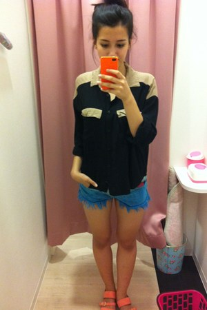 black blouse - blue shorts - pink neon flats
