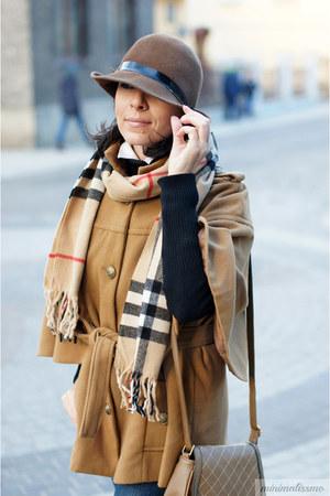 bronze LC Waikiki coat - tan Burberry scarf