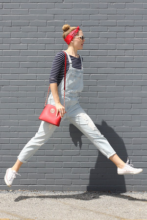 Sam Moon purse - thredup shirt - Forever 21 pants - Converse sneakers