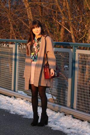 vintage coat - Zara shoes - vintage bag - Zara skirt - H&M blouse