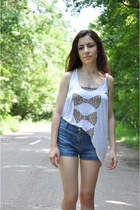 navy c&a shorts - white Stradivarius top - bronze new look bra