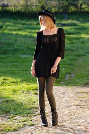 River Island tights - vintage dress - vintage hat - new look heels