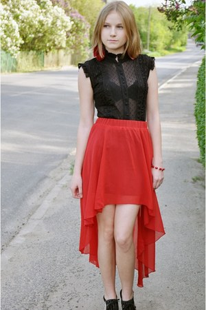 red skirt - black shirt - black Quazi heels