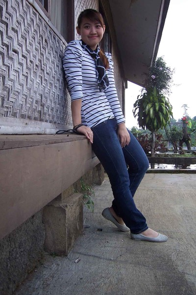 white top - black scarf