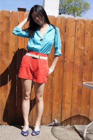 cotton Gap shirt - vintage shorts - blue leather thrifted sandals - woven thrift