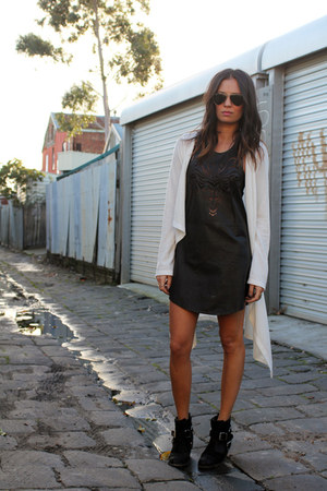 Sportsgirl boots - friend of mine dress - rayban sunglasses